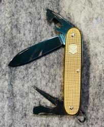 COUTEAU VICTORINOX PIONEER ALOX EDITION LIMITED 2019 - GOLD